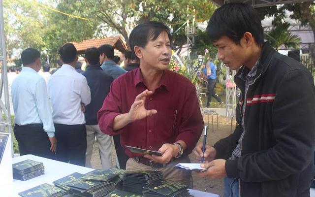 Tặng hơn 10.000 đĩa nhạc viết về ông Nguyễn Bá Thanh - 2