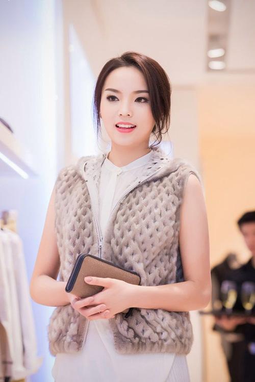 Phút giao thừa nghe chân dài, hoa hậu Việt chúc Tết - 5