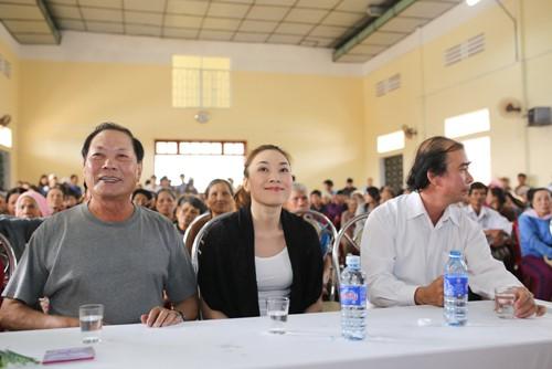 Mỹ Tâm múa phụ họa cho người dân Quảng Nam - 4