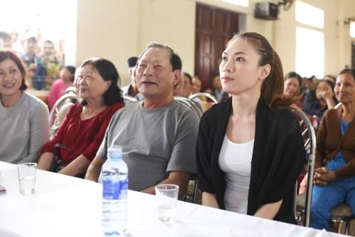 Mỹ Tâm múa phụ họa cho người dân Quảng Nam - 3