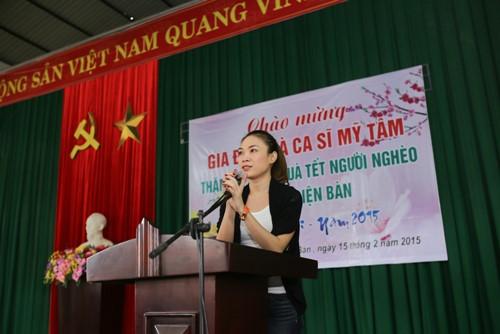 Mỹ Tâm múa phụ họa cho người dân Quảng Nam - 2