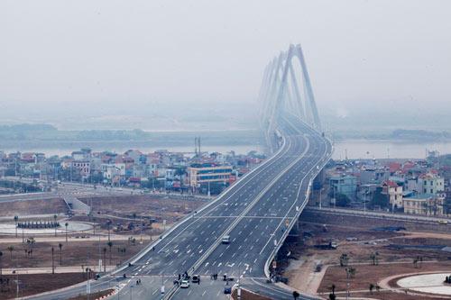 HN: Cấm các phương tiện qua cầu Nhật Tân đêm giao thừa - 1