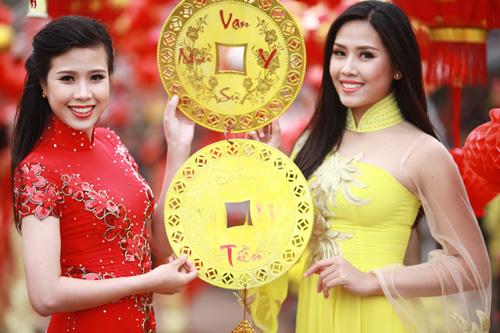 Nguyễn Thị Loan khoe sắc trong vườn đào - 6