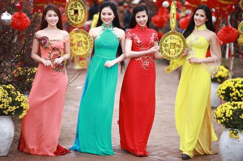 Nguyễn Thị Loan khoe sắc trong vườn đào - 7
