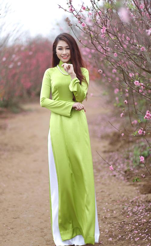 Nguyễn Thị Loan khoe sắc trong vườn đào - 8