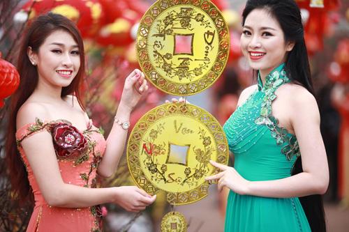 Nguyễn Thị Loan khoe sắc trong vườn đào - 10