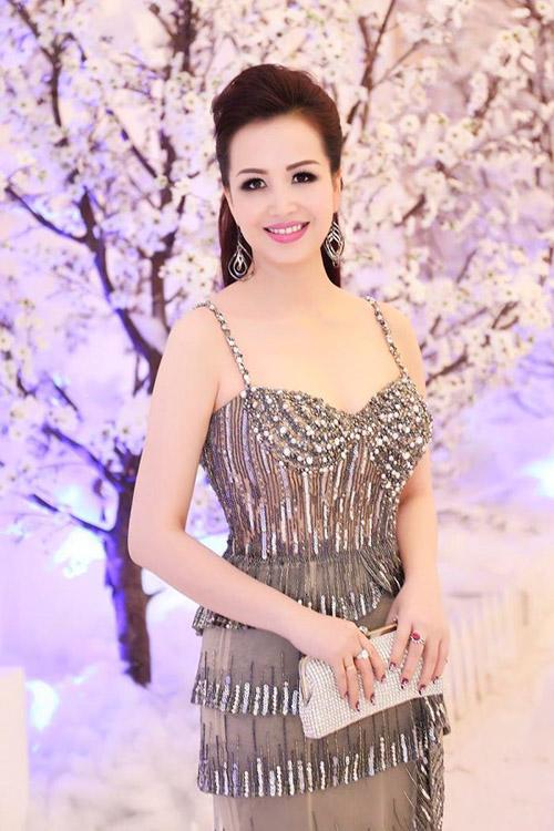 6 mỹ nữ Việt ngoại tứ tuần vẫn rất sành điệu - 12