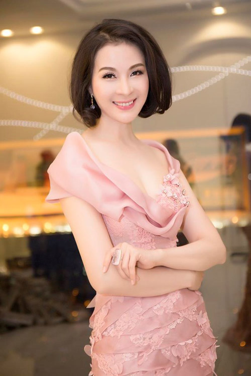 6 mỹ nữ Việt ngoại tứ tuần vẫn rất sành điệu - 11