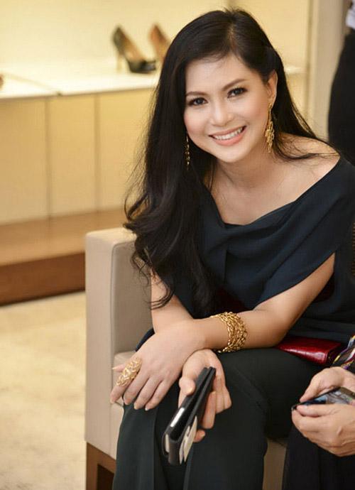 6 mỹ nữ Việt ngoại tứ tuần vẫn rất sành điệu - 16