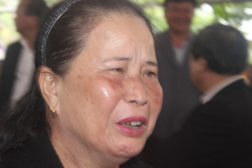 Hàng ngàn người dân khóc thương ông Bá Thanh - 9