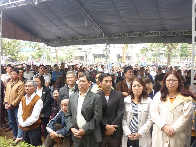 Hàng ngàn người dân khóc thương ông Bá Thanh - 6