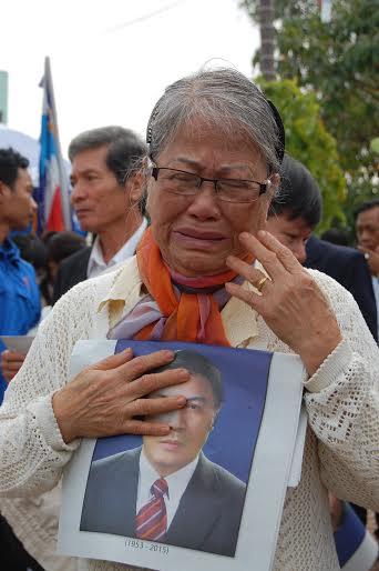 Hàng ngàn người dân khóc thương ông Bá Thanh - 10