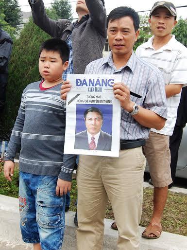Hàng ngàn người dân khóc thương ông Bá Thanh - 11