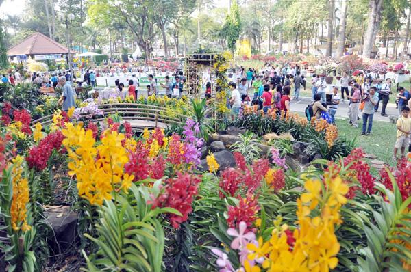 Những ngày qua, hàng ngàn người dân đổ về Hội hoa xuân công viên Tao Đàn (quận 1) tham quan, chụp ảnh.
