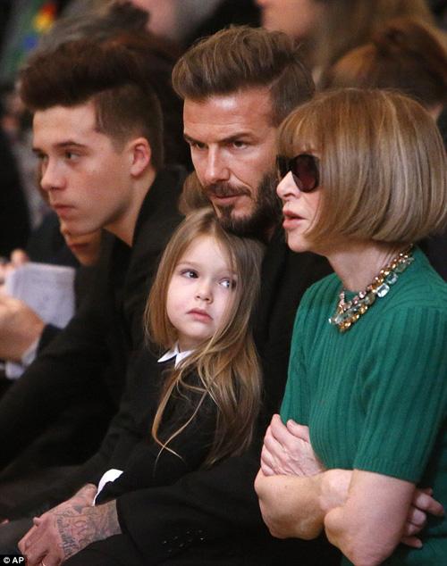 Con gái David Beckham đáng yêu trên hàng VIP - 1