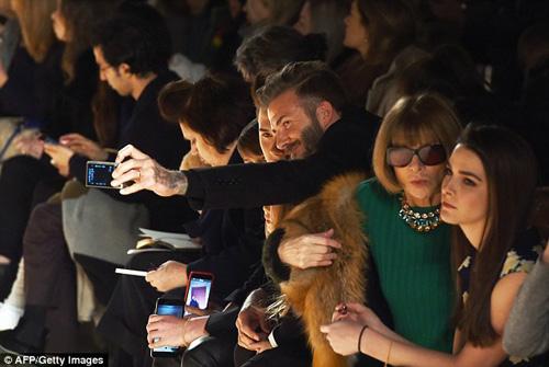 Con gái David Beckham đáng yêu trên hàng VIP - 4