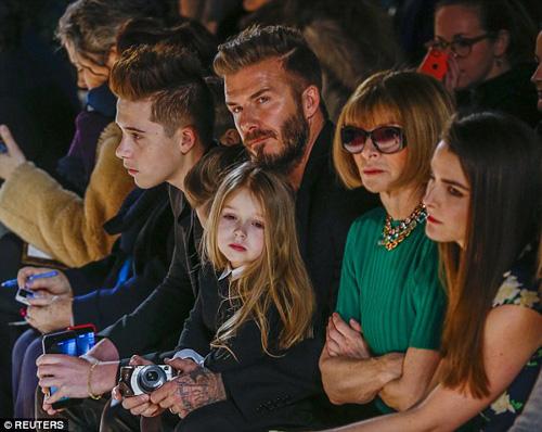 Con gái David Beckham đáng yêu trên hàng VIP - 2