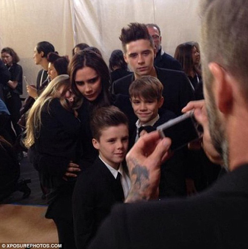 Con gái David Beckham đáng yêu trên hàng VIP - 6