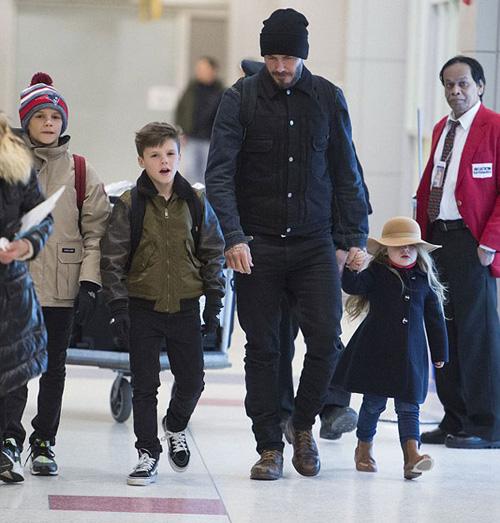 Con gái David Beckham đáng yêu trên hàng VIP - 9