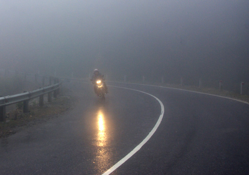 Kinh nghiệm đi xe trời mưa phùn trong ngày Tết - 1