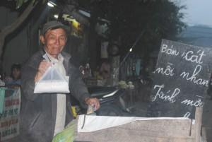 """Nghề """"độc"""" kiếm tiền dịp Tết ở Đà thành"""