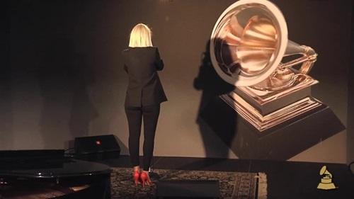 6 nghệ sĩ chuyên giấu mặt khi trình diễn - 12