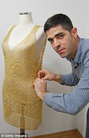 5 chiếc váy dát vàng tiền tỉ cực kỳ xa xỉ - 6