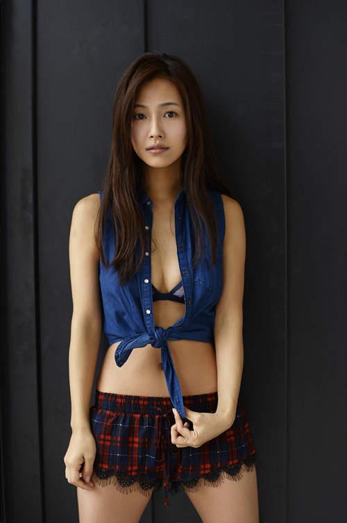 Chân dài Nhật gợi cảm nhờ tắm suối nước nóng - 3