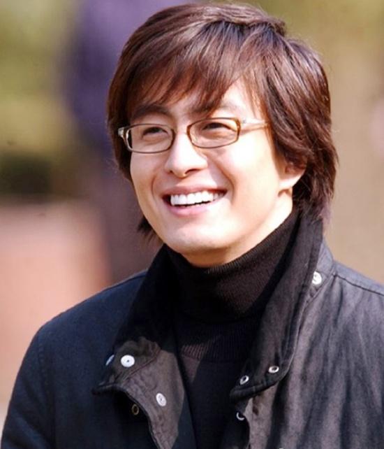 Bae Yong Joon bất ngờ chia tay tình trẻ đại gia - 1