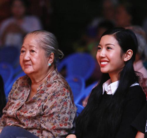 Á khôi Thúy Vân đến thăm các cụ già neo đơn - 6