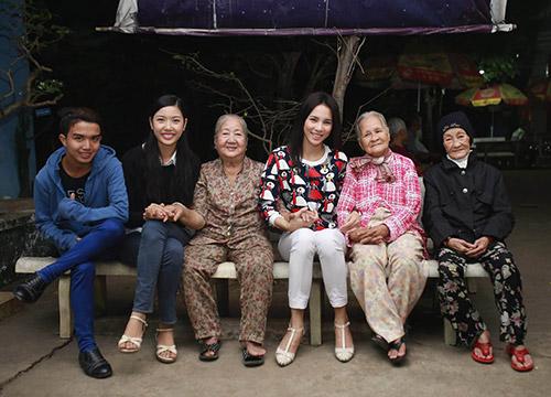 Á khôi Thúy Vân đến thăm các cụ già neo đơn - 3