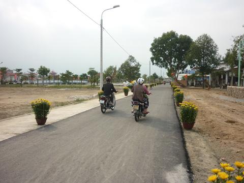 Làm đường vào nơi an táng ông Bá Thanh trong 2 ngày - 1