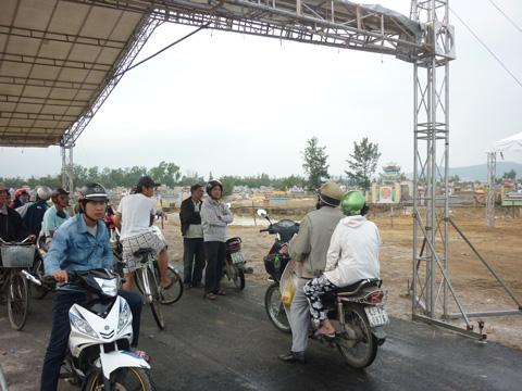 Làm đường vào nơi an táng ông Bá Thanh trong 2 ngày - 4