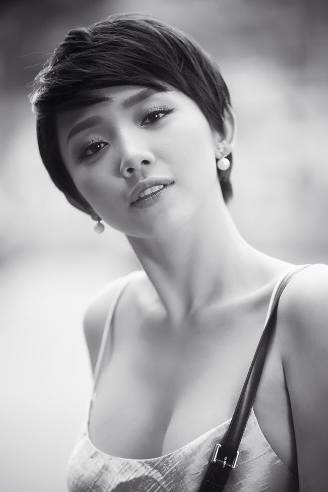 Trở về nước ngày dịp đầu xuân để tham gia The remix - Hòa âm ánh sáng, Tóc Tiên có dịp hưởng không khí rộn rã đón Tết của người dân Sài Gòn sau nhiều năm xa nhà. Chính vì vậy, cô đã tranh thủ khoảng thời gian rảnh rỗi để dạo phố xá dịp đầu năm.