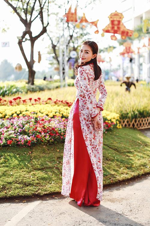 Phan Như Thảo đẹp nao lòng trong tà áo dài nền nã - 1