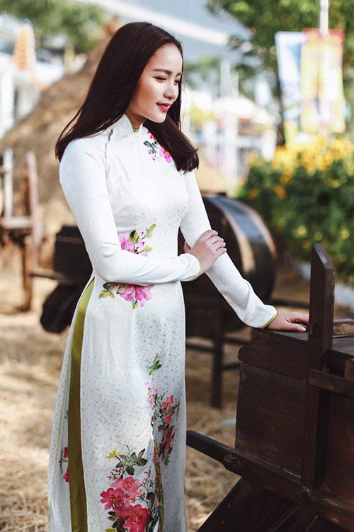 Phan Như Thảo đẹp nao lòng trong tà áo dài nền nã - 8