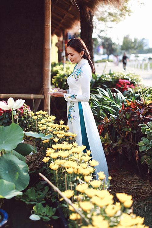 Phan Như Thảo đẹp nao lòng trong tà áo dài nền nã - 4