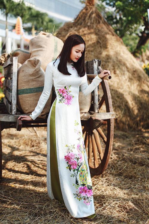 Phan Như Thảo đẹp nao lòng trong tà áo dài nền nã - 9