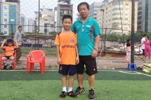 Cậu bé Mường và hành trình 14 nghìn km học đá bóng - 1