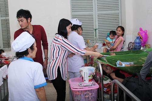 Kiều Oanh ủng hộ gần 100 triệu đồng cho người nghèo - 8