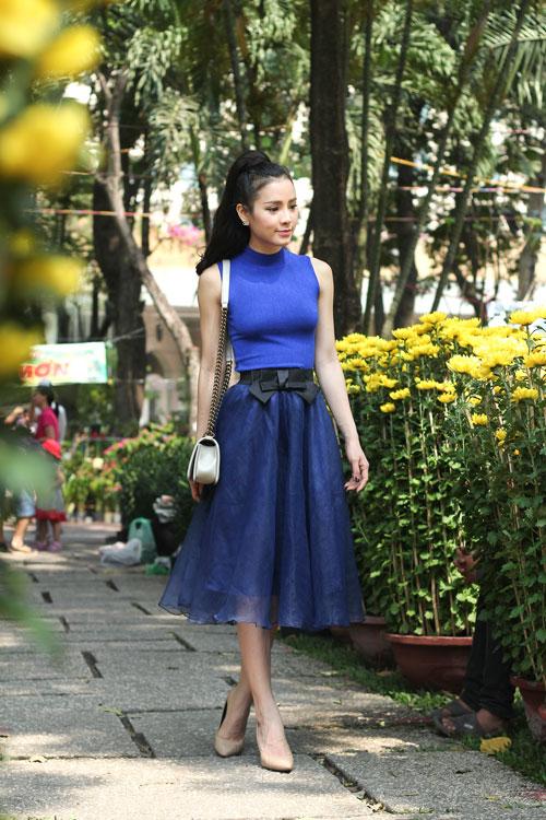 Phương Trinh Jolie duyên dáng dạo phố hoa - 1