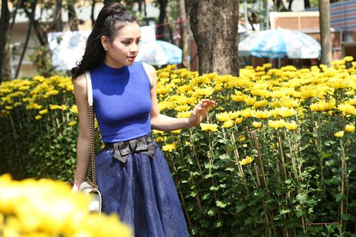 Phương Trinh Jolie duyên dáng dạo phố hoa - 3