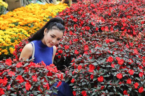 Phương Trinh Jolie duyên dáng dạo phố hoa - 4