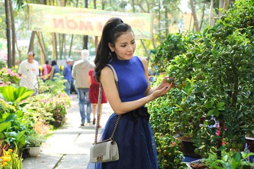 Phương Trinh Jolie duyên dáng dạo phố hoa - 5