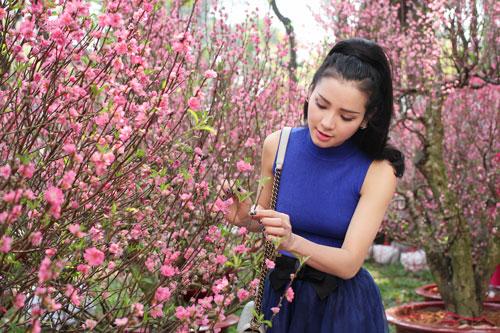 Phương Trinh Jolie duyên dáng dạo phố hoa - 10