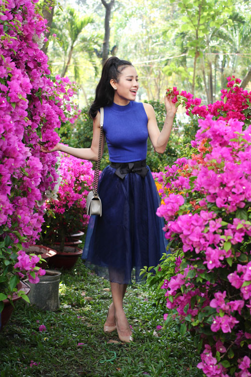 Phương Trinh Jolie duyên dáng dạo phố hoa - 7