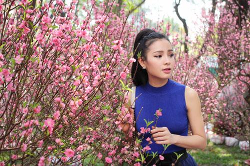 Phương Trinh Jolie duyên dáng dạo phố hoa - 11