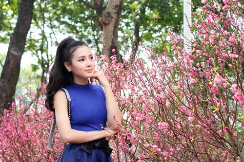 Phương Trinh Jolie duyên dáng dạo phố hoa - 13