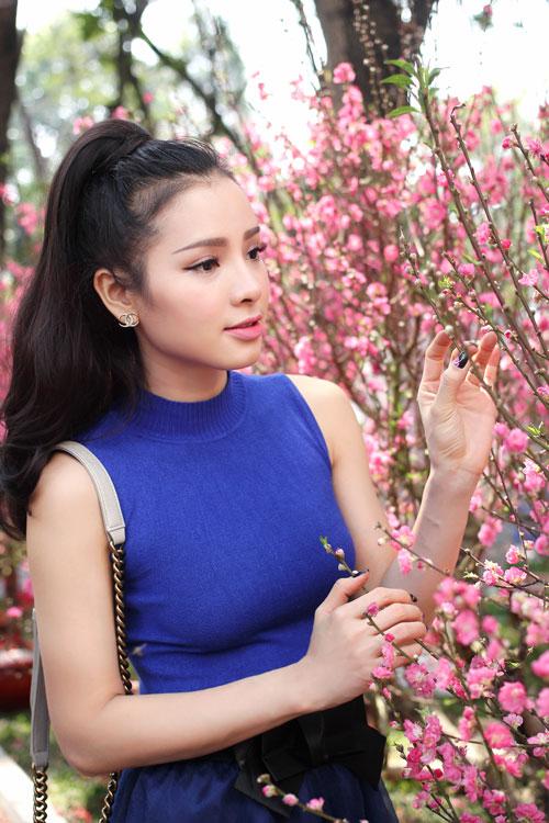 Phương Trinh Jolie duyên dáng dạo phố hoa - 12