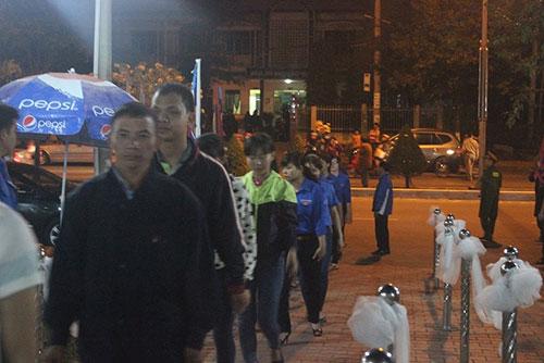 Người Đà Nẵng trắng đêm tiễn biệt ông Nguyễn Bá Thanh - 2